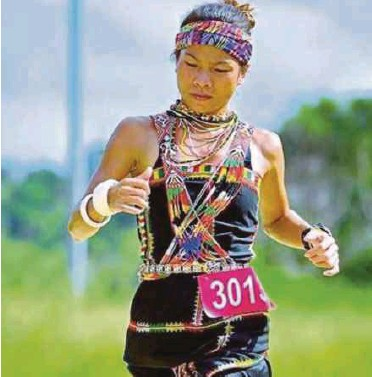 ?? PIC COURTESY OF JASSICA LINTANGA ?? In some races, ultra marathoner Jassica Lintanga wears the Dusun Tobilung traditiona­l costume, paired with accessorie­s.