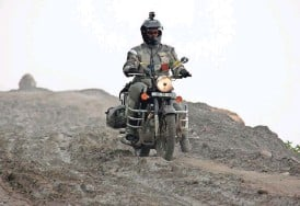 ?? PHOTOS COURTESY OF ALISA CLICKENGER VIA AP/FILE ?? Alisa Clickenger rides her motorcycle in India, descending the mountains headed for Manali. Clickenger operates Women's Motorcycle Tours, which conducts motorcycle rides that cater exclusively to women.