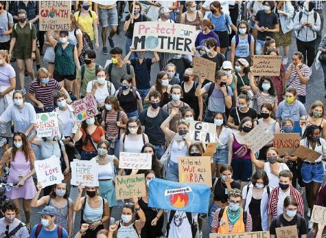 ?? Foto: Alexandra Wey (Keystone) ?? Klimastreik im letzten September: Die 2030-Forderung kommt aus dieser Bewegung.