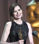 ?? CHRIS PIZZELLO/INVISION/AP ?? Geena Davis accepts the Jean Hersholt Humanitarian Award at the Governors Awards.
