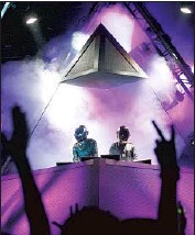 ?? Spencer Weiner Los Angeles Times ?? FRENCH DUO Daft Punk performs at Coachella Valley Music and Arts Festival on April 29, 2006.