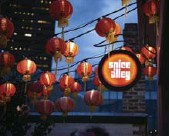 ?? TOBIAS ROWLES/DESTINATION NSW ?? Spice Alley is a street containing hawker stalls that sell Southeast Asian cuisine.