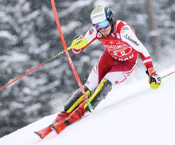 ??  ?? L'Autrichien Manuel Feller à Flachau, où il s'est imposé le 17 janvier. Il est l'un des six vainqueurs de slalom de la saison.
