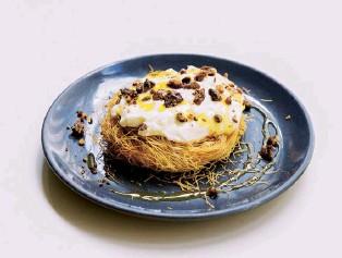 ??  ?? Below Kadayif nest of vanilla cheesecake cream, caramelised pecans