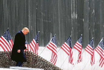 ?? Delcia Lopez / Associated Press ?? President Donald Trump visited a section of the U.S.-Mexico border wall on Jan. 12. No sections of the new barrier made it to Laredo, and President-elect Joe Biden appears opposed to the project.
