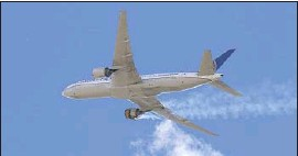 """?? HAYDEN SMITH Associated Press ?? UNITED AIRLINES Flight 328 approaches Denver International Airport on Saturday after having """"a right-engine failure"""" shortly after takeoff from Denver."""