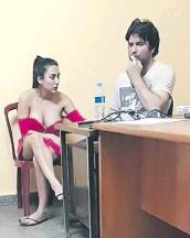 ??  ?? La pareja en Investigaciones de Asunción.