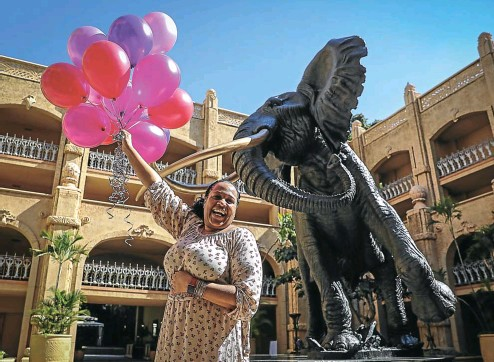 ?? Picture: Sebabatso Mosamo ?? Stuff Cleague is the first US tourist to SA booked by the Thompsons Holidays group in over a year. Cleague took unpaid leave from her job as a health-care worker in the US to come and celebrate her birthday at The Palace in Sun City.