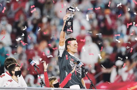 ?? AP ?? FUERA DE ESTE MUNDO. Tom Brady ganó el domingo el séptimo Super Bowl y quinto premio de Jugador Más Valioso del partido en su carrera. Dio a los Buccaneers de Tampa su segundo trofeo de campeonato en la historia.