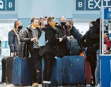 ??  ?? Ode dneška složitěji Čechy čeká při návratu z ciziny víc testů, izolací i vyplňování formulářů. Ilustrační foto: Michal Sváček, MAFRA