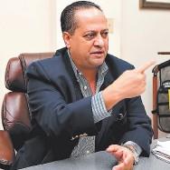 ?? FOTO: EL HERALDO ?? El secretario del CNE, Alejandro Martínez, informó que se evaluarán las propuestas de las imprentas.