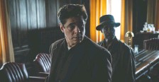 ?? HBO MAX ?? Benicio Del Toro, left, and Don Cheadle star in No Sudden Move, Steven Soderbergh's gangster movie set in 1954 Detroit.