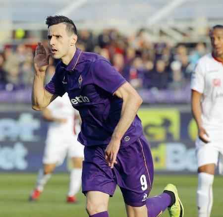 ??  ?? Il gol di Kalinic contro il Cagliari lascia una piccola speranza di rimonta alla Fiorentina