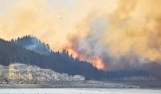 ??  ?? Act now to protect rural property from awildfire hazard like this one at Pukaki Downs.