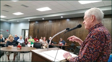 ?? Courtesy photo ?? Tumbleweed Smith is pictured presenting to the Big Spring Area Retired Teachers durng a recent meeting held at the Howard College Cactus Room.