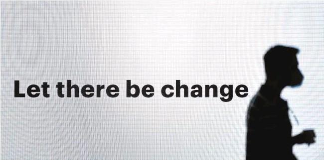 ?? // AFP ?? Un letrero en el Mobile World Congress, celebrado esta semana, anuncia que es momento de aceptar los cambios