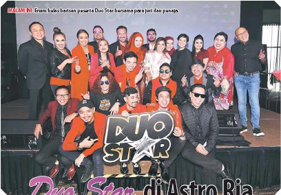 ??  ?? MALAM INI: Enam belas barisan peserta Duo Star bersama para juri dan penaja.