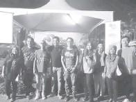 ??  ?? YUSRIZAL (empat kiri) merakamkan gambar kenangan bersama tenaga kerja CFM selepas selesai forum itu.