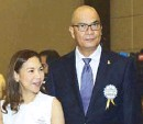 ??  ?? Josephine Reyes of Aliw Broadcasting Corp. and Opinion Writer of the Year Conrado Banal III.
