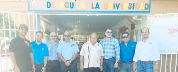 ??  ?? Grupo de socios de la Asociación de Contratistas Generales, Capítulo de Puerto Rico, que participó de los trabajos de mejoras al centro de tutorías de Vietnam Estudia.