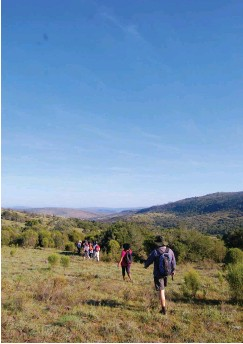 ?? Photo: Amy Pieterse ?? Hikers make their way along a farm track at Slaaikraal during last Sunday's Oldenburgia Hiking Club outing.