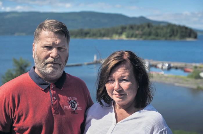 ??  ?? Björn och Aase Margrethe Juvets minnen från den 22 juli börjar blekna, men känslorna finns fortfarande kvar. Som en del av sin bearbetning av attacken har de skrivit en bok tillsammans.