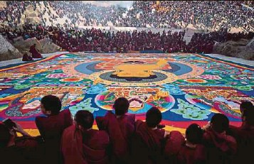 ?? AFP PIC ?? Tibetan Buddhist monks unveiling a giant thangka during Losar, the Tibetan new year, at the Rongwo Monastery in the Huangnan Tibetan Autonomous Prefecture, on the Qinghai-Tibet plateau, recently.