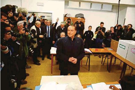 ?? REUTERS PIC ?? Forza Italia party leader and former prime minister Silvio Berlusconi arriving to cast his vote in Milan, Italy, yesterday.