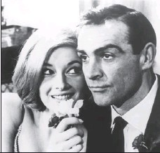 ?? KEYSTONE-FRANCE / GAMMA-KEYSTONE VIA GETTY IMAGES ?? Sean Connery (right) and Danielle Bianchi in the James Bond film From 1963.