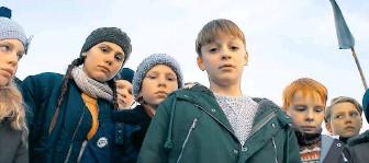 """?? FOTO: ITA ZBRONIEC-ZAJT ?? Kinderbanden kennen keine Gnade. Sie machen ernst mit ihren erklärten Feinden – """"Das Kriegsspiel""""kommt aus Schweden, Regie führte Goran Kapetanović."""