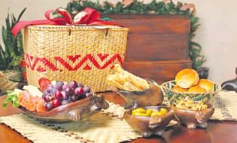 ??  ?? Canasta trabajada por manos de artesanos mbya guaraní de Caaguazú.