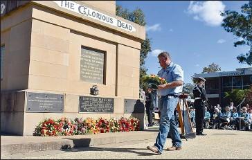 ??  ?? Corowa local and army veteran Sam King lays a wreath on the Corowa Monument.