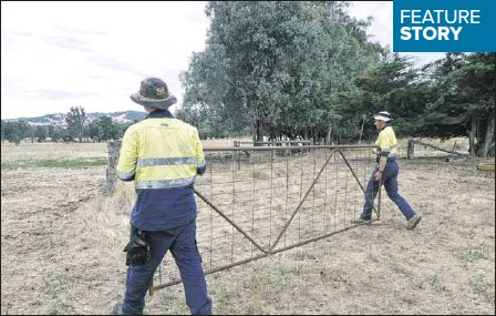 ??  ?? ◆ ON THE FARM: The crew of job seekers have gained handy skills while also helping others as part of the Working for Victoria program.