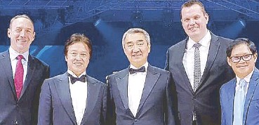 ??  ?? Studio City Property president Geoff Andres, Belle Corp. vice chairman Willy Ocier, SM Prime Holdings chair of executive committee Hans Sy, City of Dreams Manila COO Kevin Benning, Belle Corp. EVP Armin Raquel Santos at the opening of Morpheus