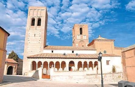 ?? XEMENENDURA ?? 0 La iglesia de San Martín de Arévalo (Ávila), se construyó entre los siglos XII y XVIII.