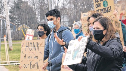 ?? DANIEL BROWN • LOCAL JOURNALISM INITIATIVE REPORTER ?? Colonel Gray High School students held a protest against littering and climate change inaction on Spring Park Road in Charlottetown on Wednesday.