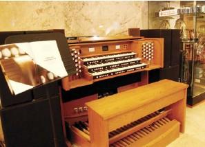 ??  ?? Rodgers classic organ