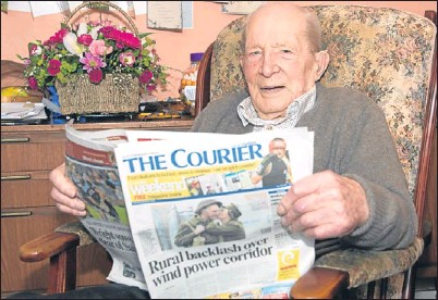 ?? Picture: Angus Findlay. ?? Avid Courier reader Alf Smith celebrated his 106th birthday at home in St Madoes. One birthday visitor was Councillor Mac Roberts, who delivered flowers on behalf of Perth and Kinross Council.