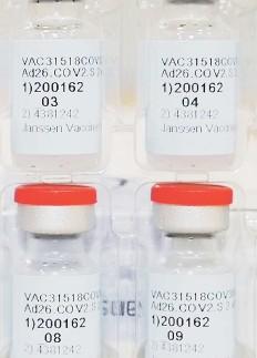 ?? AP ?? SEGURA. Científicos de la FDA confirmaron que la vacuna de J&J muestra un 66% de eficacia contra el COVID-19 de moderado a grave y el 85% en casos más graves.