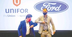 ?? Chris Young / the cana dian press files ?? Uni­for pres­i­dent Jerry Dias, left, last month with Ryan Kan­tau­tas, vice pres­i­dent of hu­man re­sources