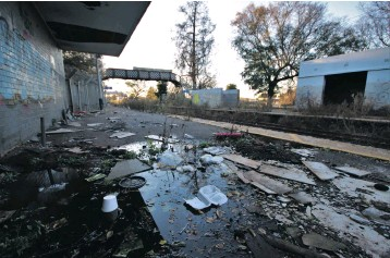 ?? Photo: David Edwards ?? Luipaardsvlei Station, in Krugersdorp, is no longer usable.