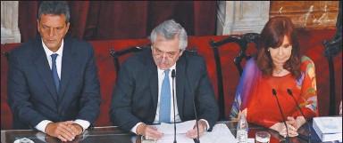 ??  ?? de 2020. Alberto Fernández junto a Cristina Kirchner y Sergio Massa abre el año legislativo. CEDOC PERFIL