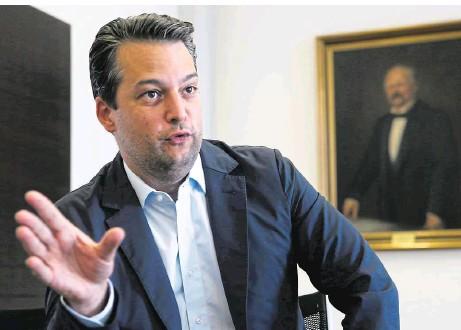 """??  ?? """"Ich bin weder ein Hofer- noch ein Kickl-Mann. Ich bin der Mann meiner Frau Barbara"""", sagt Nepp zu den jüngsten FPÖ-internen Querelen"""