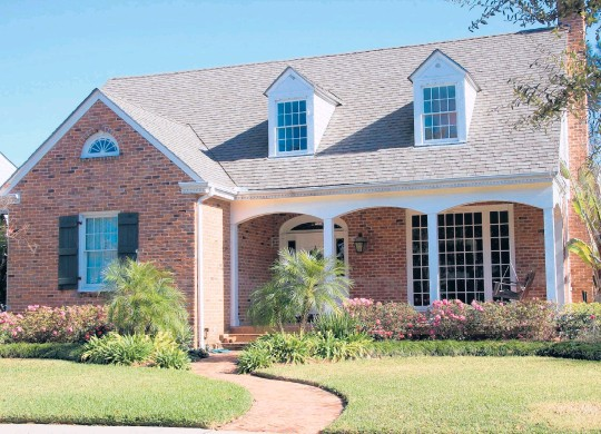 ?? DREAMSTIME ?? With mortgage rates at record lows and inventory tight, home prices are soaring.