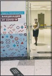 ??  ?? An employee waits for customers at a vaccination point in Moscow. (AP/Pavel Golovkin)