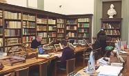 ??  ?? La sala di lettura A destra la sala di lettura della Biblioteca Laurenziana da cui lo Stato rischia di essere sfrattato perché non ha pagato più l'affitto