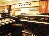??  ?? Roland digital keyboards