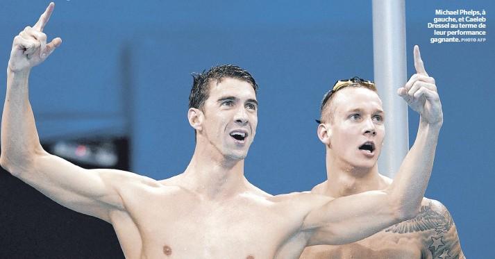 ??  ?? Michael Phelps, à gauche, et Caeleb Dressel au terme de leur performance gagnante.