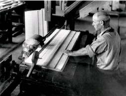 ??  ?? In the late 19th century Pratt, Read & Co. in Ivoryton, Connecticut, was a leading manufacturer of ivory piano keys made from elephant tusks imported from Africa.