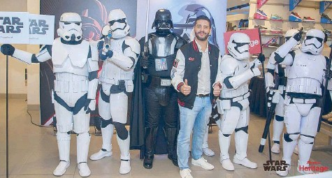 ??  ?? Darth Vader and the Stormtroopers with Bata Philippines country manager Rabi Hasnabi